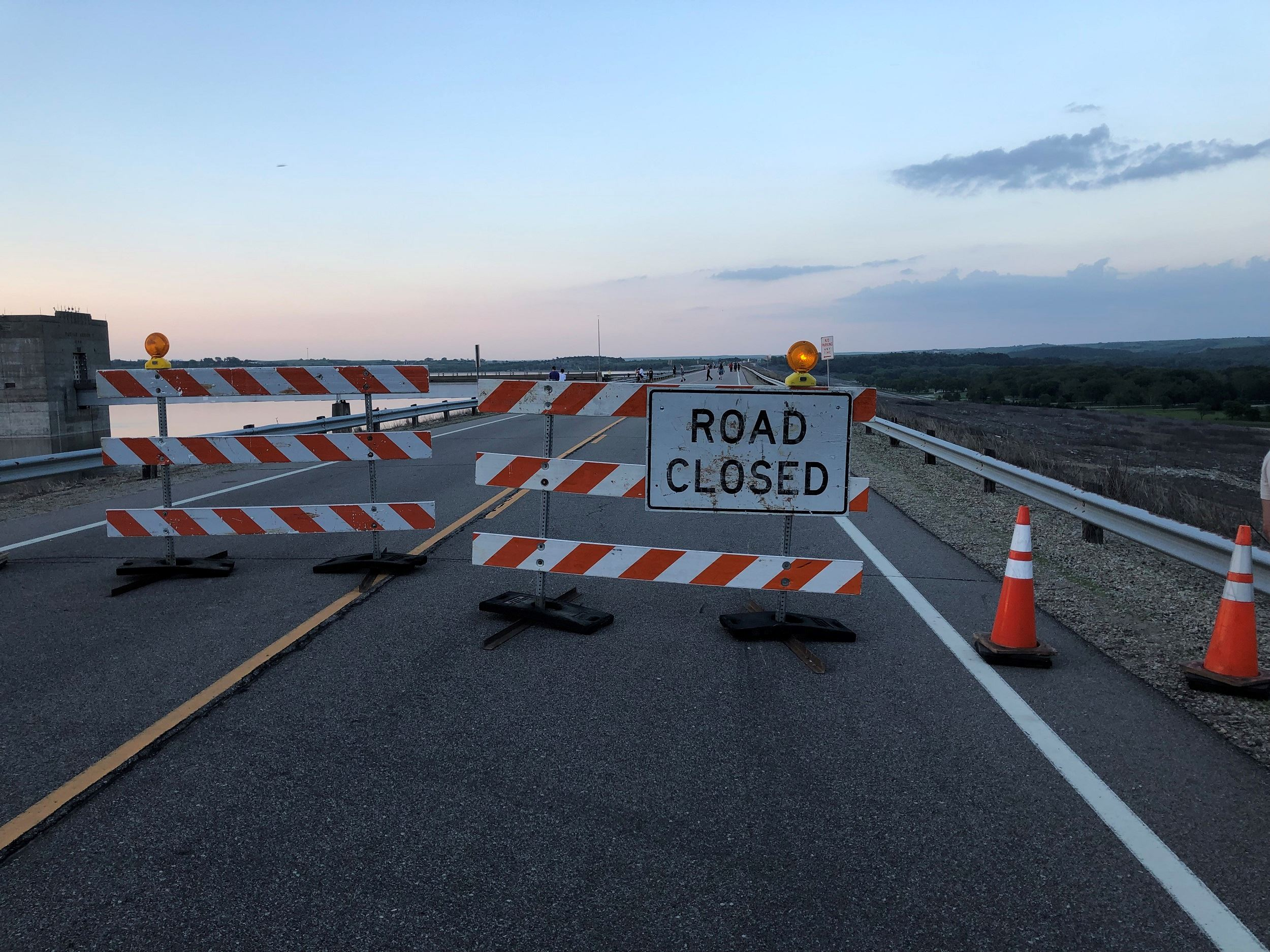 road closed signs K-13